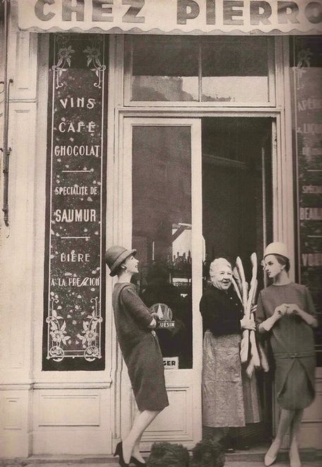 vintage paris ~ I look at this picture and the first thing that pops in my mind...look at those baguettes!!! I'm such a foodie...