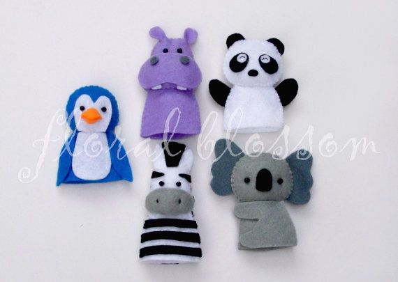 zoo animal felt puppets...seriously, I want to make these things and play with them myself :)