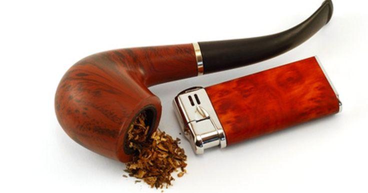 Como fazer um cachimbo de tabaco aromático. Fumar um cachimbo, às vezes, relaxa após um dia de trabalho, ou serve como um deleite ocasional, como em uma tabacaria. Fazer um tabaco aromático com sabor em casa lhe dará a capacidade de controlar o quão forte o cheiro e o gosto serão no cachimbo ou narguilé. O processo em si não é muito difícil, só leva um pouco de tempo. Isso torna mais fácil ...