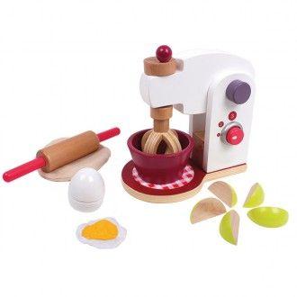 Pisani Giocttoli - Eurekakids Vigevano  Mixer con accessori - Eurekakids by Janod  Ai piccoli piace molto imitare i grandi, e con questo mixer potranno preparare e deliziose ricette immaginarie dacondividere con Amici e famiglia.  Molto resistente, in legno e colori atossici.  Età: dai 3 anni.   Include:  - Mixer e recipiente.  - Frusta per impastare.  - Impasto.  - Un uovo  - Un uovo fritto  - Mela tagliata  - 2 bricks