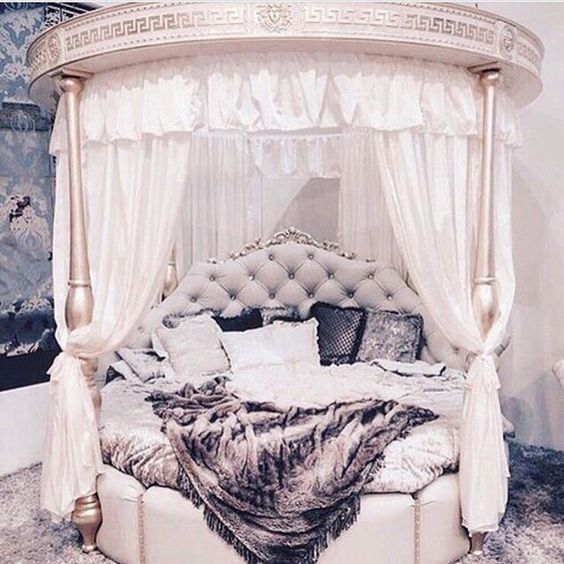 I would sleep like a princess in this bed
