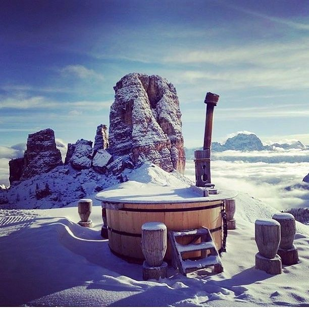 The perfect conclusion of an amazing ski day in the Dolomites: hot tube with a view over the Cinque Torri ❄️ Just relax! Pic: @dolomiracles #dolomitisuperski #dolomiti #dolomites #wow #emotionmakers #hottube #relax #view #amazing #travel #happy #wellness #ski