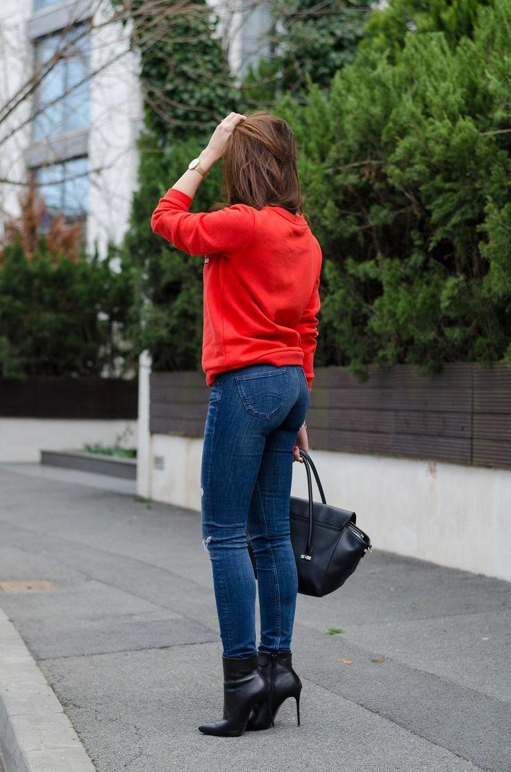 Red Sweatshirt / Tommy Hilfiger Jeans / Trussardi bag / Black high heels booties / Brunette / Streetstyle   www.cristinafeather.com
