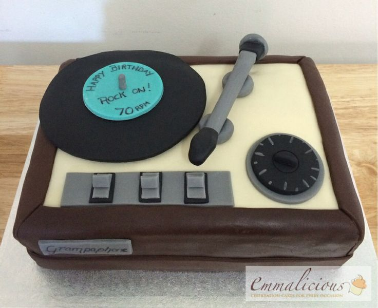 Old Fashion Record Player Cake