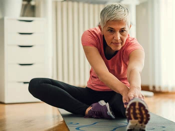 2 Things That Go Together: Yoga and Advanced Lung Cancer Patients with advanced lung cancer are not stereotypical yoga practitioners, but a new study indicates they benefit, including from breathing exercises, or pranayama. Compared with a control group, patients who participated in a yoga program while ...