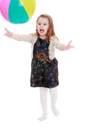 ZEHİRLİ TOP - 6 yaştan itibaren oynanabilecek, çağrışımsal düşünme, kelime bilgisi ve dikkati geliştiren oldukça eğlenceli bir grup oyunu.