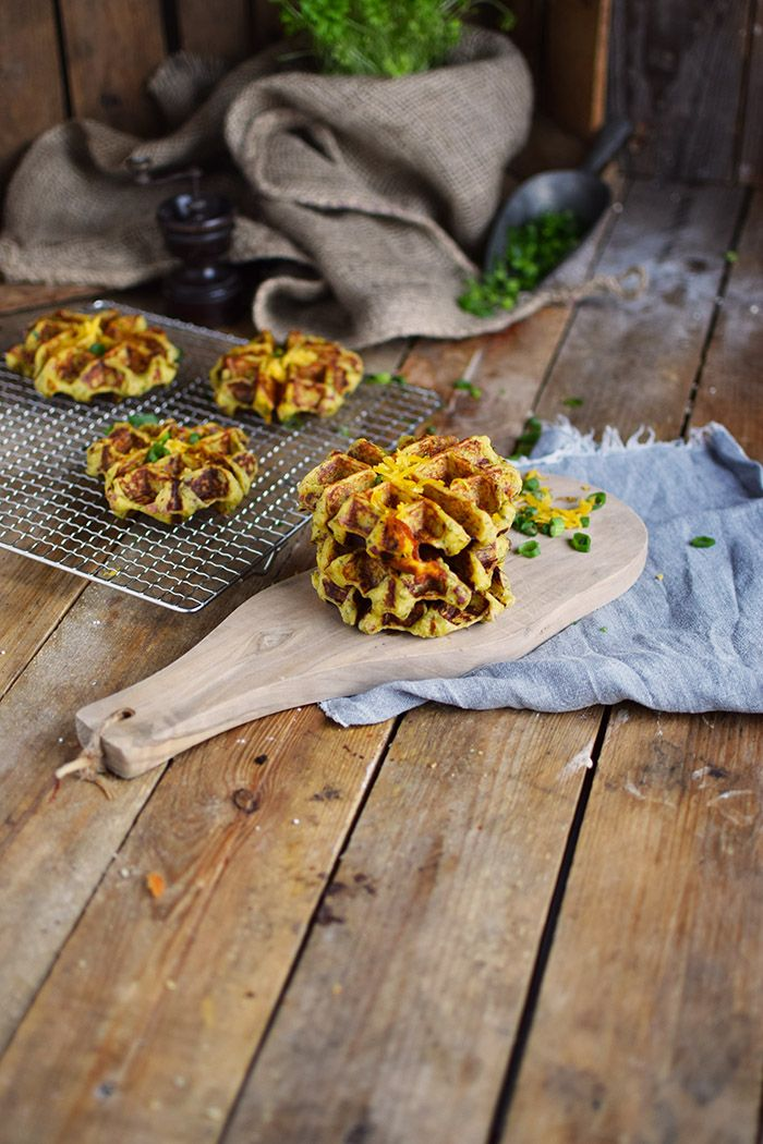 Flammkuchen-Kartoffel-Waffeln-mit-Käse-Füllung-_-Potato-Waffles-with-Bacon-Onions-and-Cheese | Das Knusperstübchen