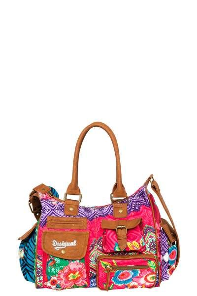 Check out the vibrant colors on this bag packed with pockets (10 exterior and 3 interior) and its fun details. You can wear it on your shoulder or as a messenger bag and it measures 32 x 11.5 x 25 cm.