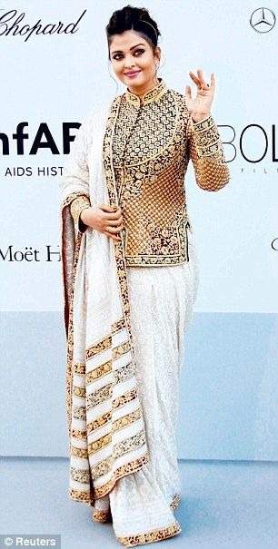 At the AmfAR Cinema Against Aids gala, Ash looked radiant in an off-white sari with an Abu Jani-Sandeep Khosla Nehru jacket