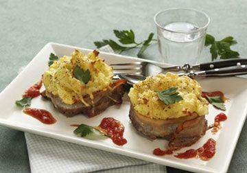 Hakkebøffer med bacon og kartoffelmos | Familie Journal