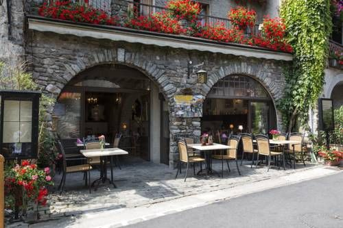Le Vieux Logis Yvoire Le Vieux Logis is located in the heart of the medieval village of Yvoire. It provides 3-star accommodation, a restaurant and café.  Le Vieux Logis combines medieval architecture with modern facilities.