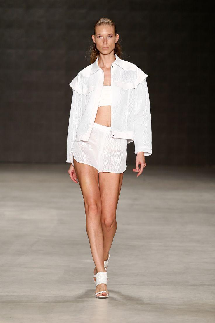 Ece Gözen İlkbahar-Yaz Koleksiyonu 'Think Fluid' Mercedes-Benz Fashion Week İstanbul'da