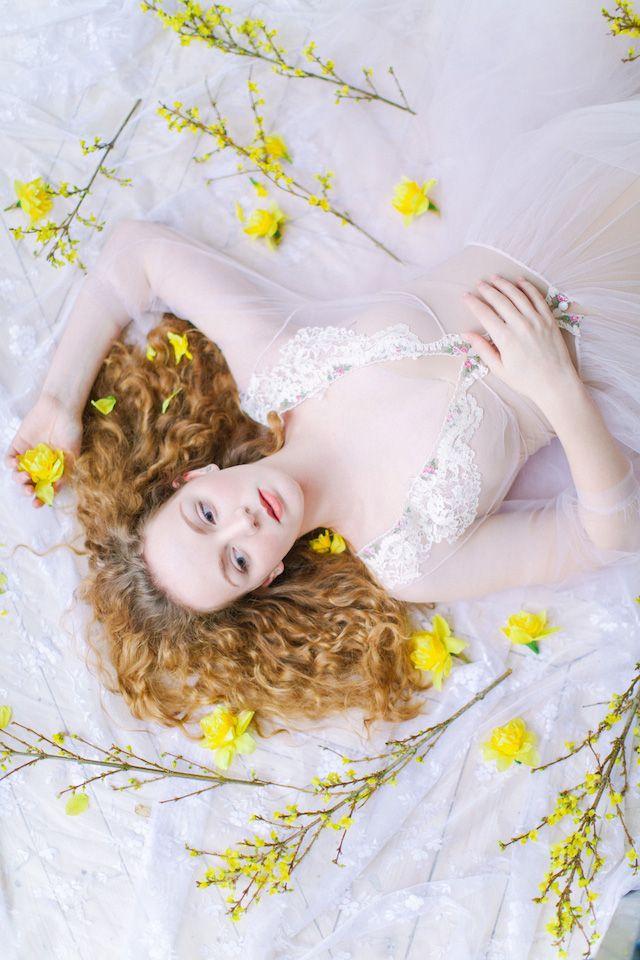 Spring boudoir ideas | Elena Pavlova Photography | see more on: http://burnettsboards.com/2015/04/spring-boudoir-shoot/