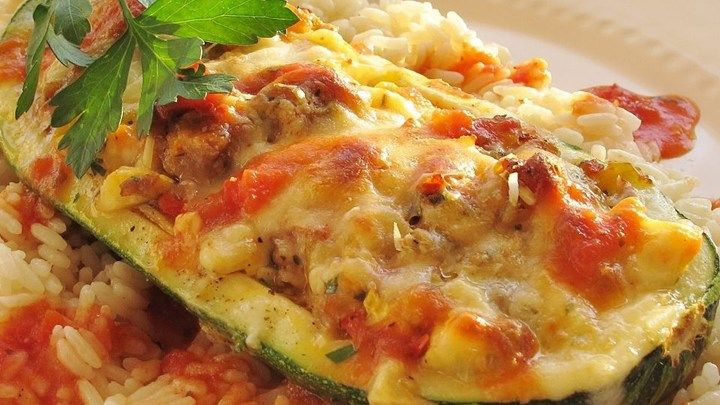 This delicious stuffed zucchini recipe can be served as either a sidedish or a maindish.