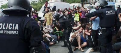Ωμή βία απτην Ισπανική αστυνομία: πυροβολούν με πλαστικές σφαίρες -τραυματίες (Video)