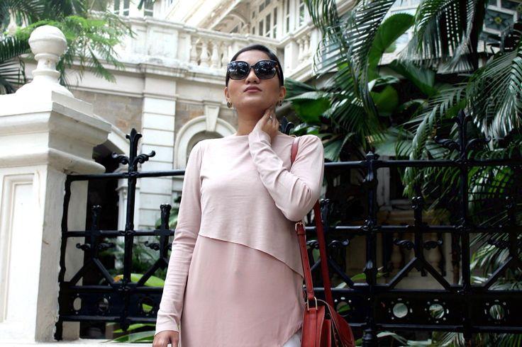 Top – Zara | Trousers- Zara | Bag- Mango | Sunglasses- Dior | Sandals- Zara  #styllogue #mutedtones #dustypink #ss16 #summerooutfit #fashionblogger
