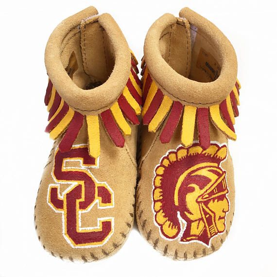 USC Trojans! University of Southern California baby moccasins are one-of-a-kind, hand-painted. Minnetonka leather moccasins size 1 infant through 6. Free Range Mama is a free-hand, completely custom, hand-painted collection of keepsake baby booties and moccasins! My personalized shoes make the best baby shower gifts, Christmas and Holiday gifts, New Sibling gifts, etc! Please browse my Etsy shop for design inspiration and to see past custom work. Since I paint everything one-of-a-kind, I…