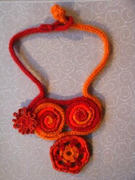 """""""la collana giocoliera"""" a tricotin ed uncinetto"""