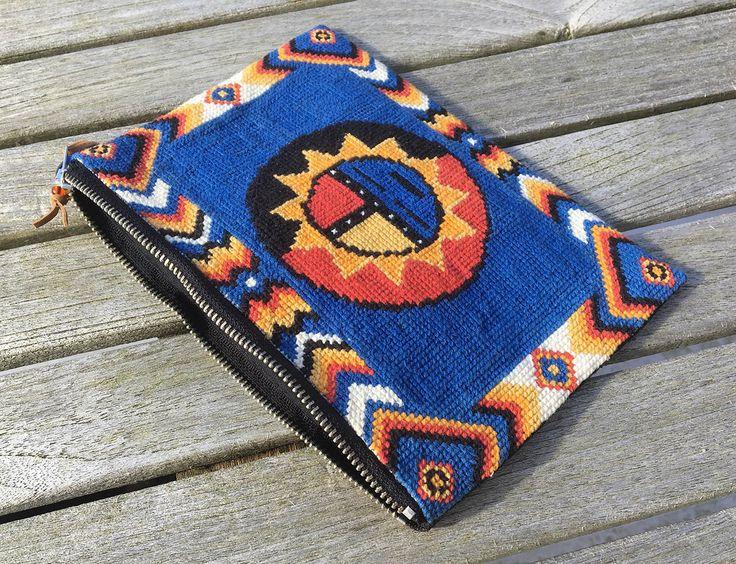 Broderet taske / Embroidered clutch - Petronella Design