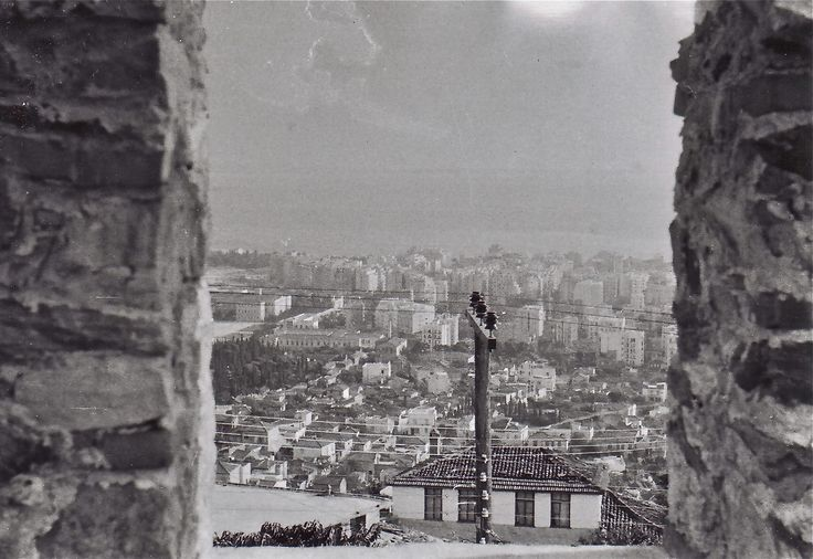 Between the walls...Thessaloniki! [fb: Old photos of Thessaloniki]