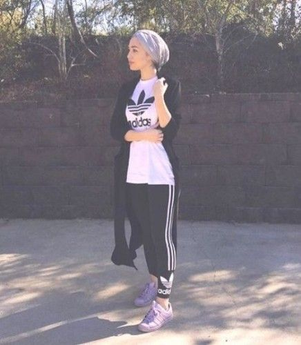 gym hijab outfit, Modern Hijab Street styles http://www.justtrendygirls.com/modern-hijab-street-styles/