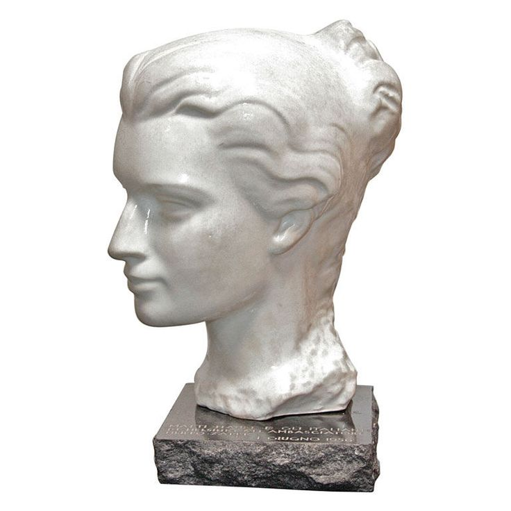 Italian Marble Woman's Head with Black Marble Base 1910 Great condition and profile. Unique gift from famous sculptor Matti Haupt and the Italians in Helsinki to the Ambassador and great Navigator Filippo Zappi in 1956.