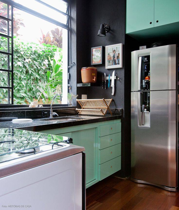 20-decoracao-cozinha-preto-armario-colorido