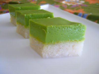 Kuih Seri Muka / Glutinous Rice with Pandan Egg Custard Recipe (From My Lemony Kitchen)