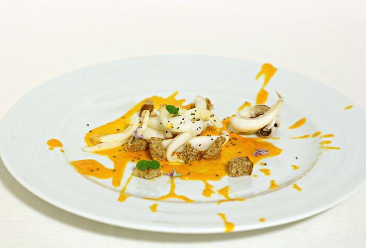 Tagliatelle di seppia alla crema di zucca e #chia.    Un piatto di pesce facile da preparare, gustoso e davvero raffinato.