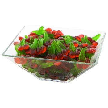 Jeleuri in forma de cirese siii .... cu aroma de cirese. Atatea cirese intr-o bomboniera cu siguranta o sa atraga invitatii la degustare.