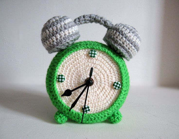 FUNCTIONAL! Crochet green clock. -- NOT a pattern, but an Etsy listing - use for inspiration.
