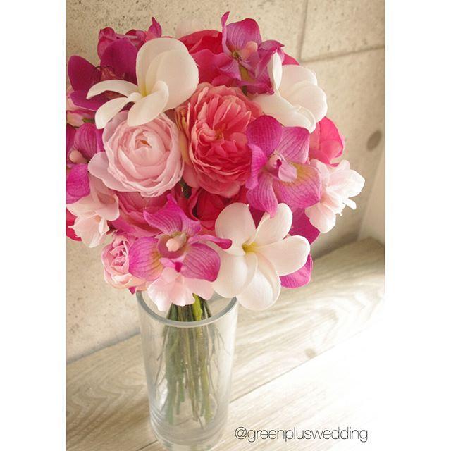 ハワイフォトウェディングのお客様へ💐🎁 南国らしく、プルメリアや蘭のお花をいれて制作させて頂きました✨ ピンクグラデーションにストライプリボンの組み合わせも可愛く🎀写真にも映えそうです✨ この度はご注文ありがとうございました😊💕 greenplus#greenpluswedding#artflower#artflowerwedding#artflowerbouquet#造花#アートフラワー#wedding bouquet#ウェディングブーケ#bouquet#ブーケ#ヘッドパーツ#花飾り#ブライダルヘアー#ヘアメイク#海外挙式#国内挙式#結婚式#前撮り#後撮り#レセプションパーティー#フォトウェディング#フォトツアー#リゾートウェディング#hawaiiwedding#ハワイウェディング#グアムウェディング#バリウェディング#ハワイフォトウェディング#hawaiiphotowedding