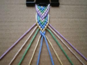 Friendship Bracelet Tutorial 6: Leaf Pattern