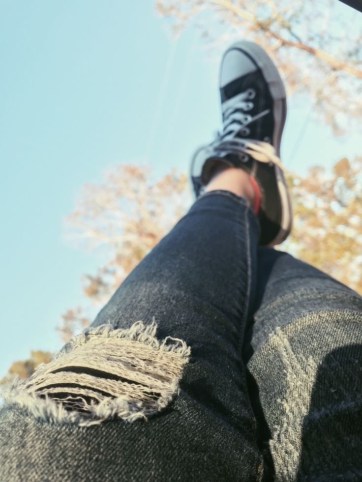 holy jeans and converse:)) #converse #jeans #style #fashion #love #shopping #art #photography pinterest: richellelynnn