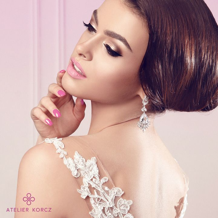 Amaizing, simple & elegant wedding make up by atelierkorcz.com. #wedding #makeup #hair #bride #eyemakeup #pink #elegant #simple #chic