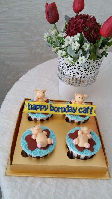 Piggy birthday cupcake