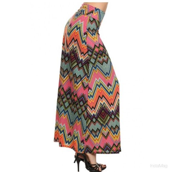 Final price Aztec print skirt Aztec never go out of fashion . Beautiful multicolor printed skirt . Also available in size S-M-L. Skirts A-Line or Full