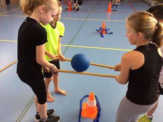 Onderwijs en zo voort ........: 3901. Samenwerken met gym : Laat de bal niet valle...