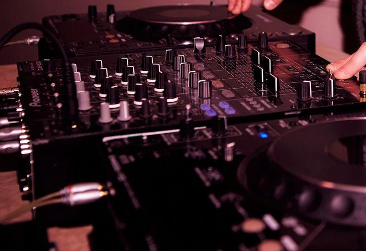Decent DJ decks! It is always reassuring when your DJ turns up with a good range of gear...