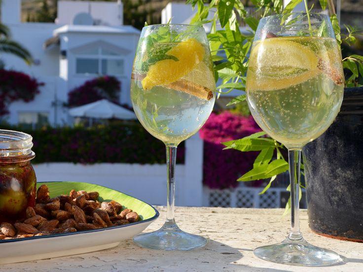 Vit sangria med mynta | Recept från Köket.se