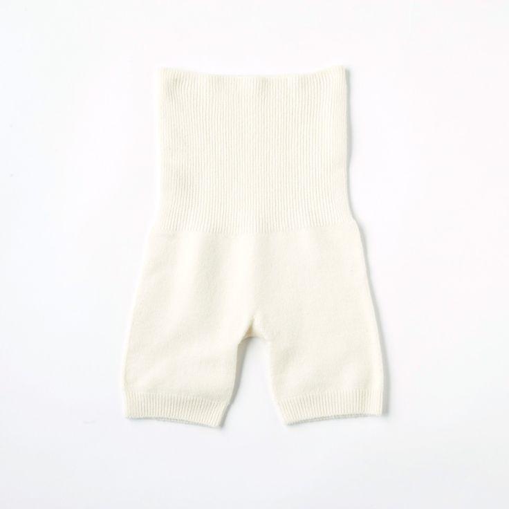 女性の大敵、おなかと腰回りの冷え対策に。絹とウールの靴下の重ね履きによる冷え取り健康法を推奨する「くらしきぬ」が作ったはらぱんがおすすめです。はらぱんとは、腹巻き+パンツの略称。ショーツの上から履くカバーパンツとしてお使いください。立体構造で、体を締め付けることなくふんわりと包み込んでくれます。