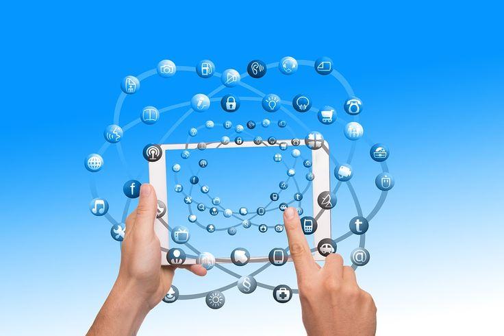 Los influencers o influenciadores  llegaron junto a las redes sociales, estos son personas comunes que han logrado ganar una gran c...