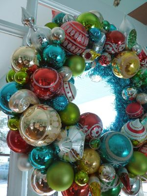 #christmas #vintage ornamentsChristmas Wreaths, Doors Wreaths, Ornaments Christmas, Front Doors, Vintage Ornaments, Christmas Decor, Christmas Vintage, Ornaments Wreaths, Vintage Christmas Ornaments