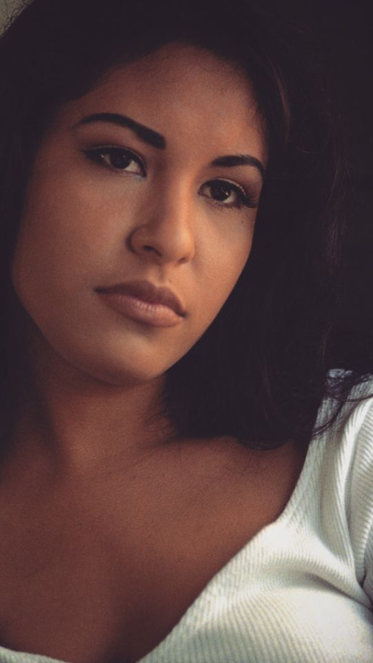 Selena Quintanilla @chelseaschouw was t she so beautiful