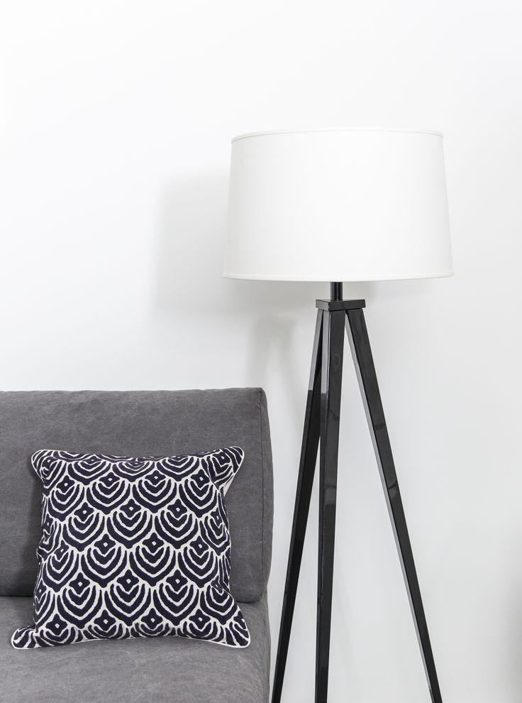 Pentik Milano Floor Lampbase | Milano floor lamp fits well in a modern home decor. Black & white.