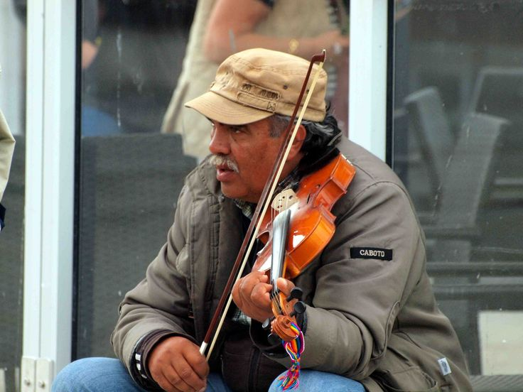 Artista de rua com seu violino.  Fotografia: Ken Hircock no Flcikr.