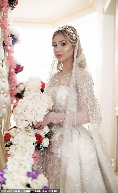 d91e6489bf42 Inside the VERY lavish wedding of oil tycoon and his Chechen bride ...