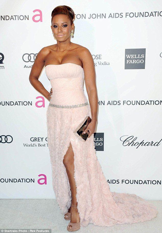 Nuovo look per Britney Spears: al party benefico di Elton John » GOSSIPpando | GOSSIPpando