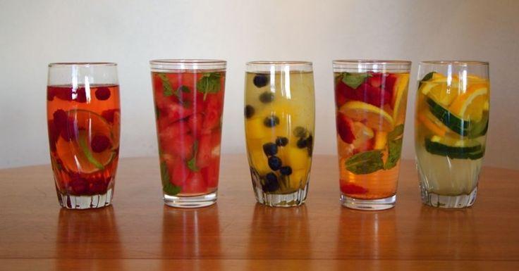A nyári forróságban még több folyadékra van szükségünk, azonban nem mindegy, mit iszunk. Ha már unod a vizet és a limonádét, próbáld ki ezeket az ízletes szomjoltókat! Több ízvariációt mutatunk, így minden nap változatos és egészséges szomjoltót készíthetsz magadnak és a szeretteidnek. Inspirálódj, hagyd, hogy a nyári ízek magukkal ragadjanak[...]