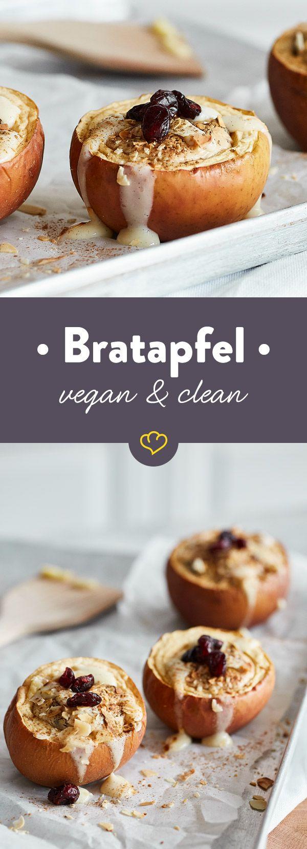 Milchprodukte und Marzipan sind raus. Mandelmus und Cranberries sind drin, in deinen Bratäpfeln. Die cremige Vanillesauce aus Sojamilch kommt oben drauf.